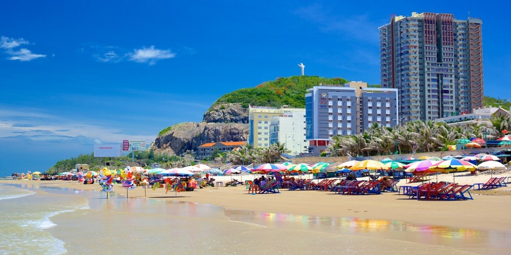 Here are some of the best beaches in Vietnam to consider. A good Vietnam tour operator will help you with your selections, whether you want to a dedicated Vietnam beach holiday or whether you want a Viet Nam beach break at the end of a busy trip. Vung Tau beach is now quite crowded now with weekend breaks from the city a popular activity of locals.