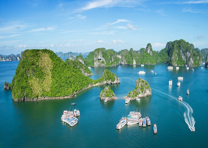 Ha Long Bay in the northern province of Quang Ninh province was recognized as a UNESCO World heritage site, attracting visitors with its beautiful caves and stalactites and exciting activities such as sea-kayaking.