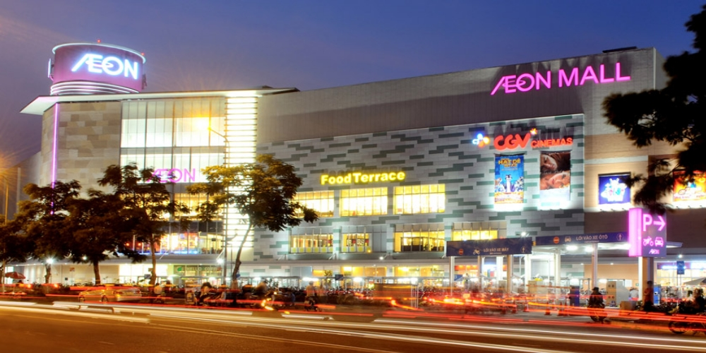 HCM City has become a veritable shopping mecca, but experts say that tourist spending remains at a low level. Traditional markets such as Ben Thanh, Binh Tay, An Dong Plaza and Saigon Square as well as luxury department stores Takashimaya, Vincom Centre, Parkson and Diamond Plaza can be conveniently reached by different means of transport or on foot from the city's centre.