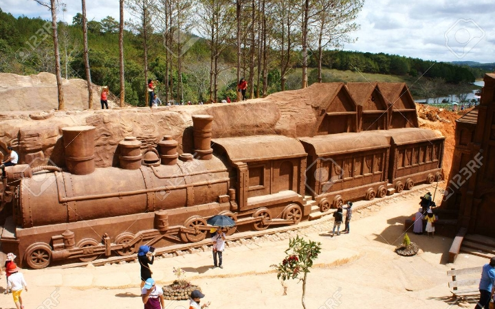The clay tunnel or Da Lat model village of clay sculptures is a must-see destination for tourists in the central highlands province of Lam Dong.
