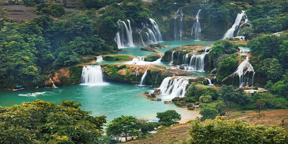 Top rated vacation destinations in the north of Vietnam. Trang An Landscape Complex, Tam Coc-Bich Dong tourism site, the capital city of Hanoi and Ha Long Bay, are just a few of the wonderful destinations for travelers taking a summer break.