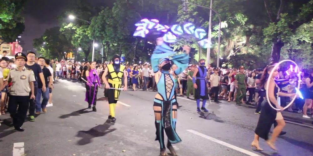 "A street carnival with the theme ""The Quintessence of Ha Noi - Confluence and Shine"" is scheduled to be held around Hoan Kiem Lake in the centre of Ha Noi on July 29, according to an announcement from the Ha Noi Department of Culture and Sports on July 20."