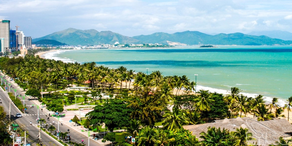 Stretching over 6km of powdery white sand, the crescent-shaped Nha Trang Beach overlooks one of the most beautiful bays in the world – Nha Trang Bay – and it is easily accessible by foot from the bustling heart of the city. Stroll along the palm tree-lined promenade, have a picnic on the beach and idle the afternoon away people-watching.