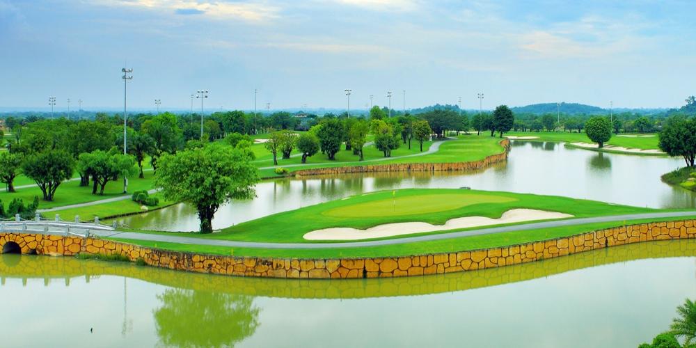Четыре курорта Вьетнама на днях вошли в список лучших гольф-курортов в Азии по рейтингу журнала Golf Digest. По информации сайта vnexpress.net, рейтинг 18 лучших гольф-курортов в Азии был объявлен в апреле. Вьетнам был упомянут четыре раза со следующими названиями: Laguna Lang Co в Хюэ, FLC Luxury resort в Кюиньоне, The Bluffs Ho Tram Strip в Вунгтау и Vinpearl Phu Quoc resort and golf на Фукуоке.