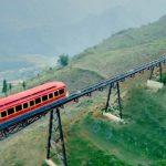 Открылся самый длинный во Вьетнаме горный железнодорожный маршрут от города Са Па до пика горы Фансипан на высоте 3143 метров, сообщает министерство туризма страны.
