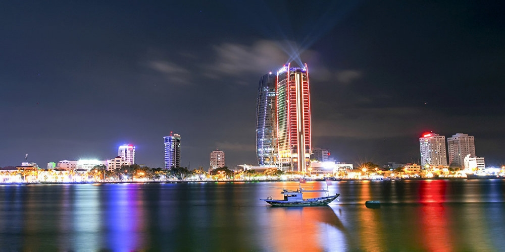 Danang (Da Nang, Đà Nẵng) is the third largest city in Vietnam, located on the shore of the South China Sea which is the part of the Pacific Ocean. Danang lies between Hanoi and Ho Chi Minh, which is 770 km from Hanoi and 860 km from Ho Chi Minh City. There are only a few sightseeing spots in Danang but furthermore only 100 km from Danang can be found the old royal capital of the Nguyen Dynasty, Hue (Imperial City), and 30 km from Danang lies ancient town Hoi An, which is belonging to the UNESCO World Heritage site since 1999, both have gained fame with its architecture and history.