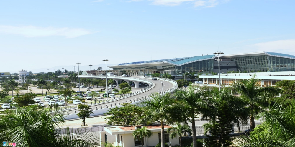 The Danang International Airport and railway station are important transportation hubs in the region. Danang (DAD) airport has 2 terminals (T1) domestic and (T2) international. The T1 terminal with the area 14,500 m2, 3 floors with basement. Terminal T2 is 210,000 m2 includes 2 separate arrival and departure stations. Airport offers many shops, restaurants, fast food, VIP lounge, currency exchange, and free internet connection. VIP lounge accessible even if you are not traveling with business class. Ticket to domestic VIP lounge cost around 20 USD and International lounge 30 USD. Direct International flights are connecting Kuala Lumpur, Macau, Seoul–Incheon, Bangkok–Suvarnabhumi, Siem Reap, Hong Kong, Beijing, Shanghai–Pudong, Guangzhou, Singapore, Tokyo–Narita, Osaka–Kansai, Taipei–Taoyuan, Bangkok–Don Mueang and domestic flights reaching Buon Ma Thuot, Can Tho, Dalat, Hai Phong, Hanoi, Ho Chi Minh City and Nha Trang. Danang Railway Station is among the three largest train stations welcoming daily trains from the North to the South and reverse. Danang airport address: Duy Tân, Hải Châu, Đà Nẵng 550000 Danang Raiway Station address: 791 Hải Phòng, Tam Thuận, Thanh Khê, Đà Nẵng 550000.