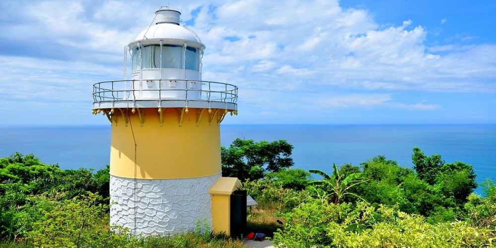 SON TRA LIGHTHOUSE DANANG. The Son Tra Peninsula is considered an Elysium in the center of Danang city. Traveling on bendy roads, rolling around the mountain foot, tourists will surely be impressed by Linh Ung Pagoda where the earth meets the sky as well as by the simple but poetic Son Tra lighthouse. Built by the French in the 1950s, with a height of more than 200 meters above the sea level, Son Tra lighthouse is one of the most beautiful lighthouses in Vietnam.