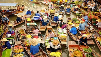 Cai Be floating market. Group tours to Mekong Delta