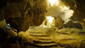 Group tours Hoa Lu - Mua Cave